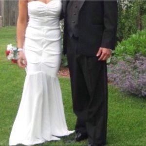 b42216c17ce Camille La Vie Dresses - 💥 WHITE RUCHED WEDDING DRESS SIZE 4 💥